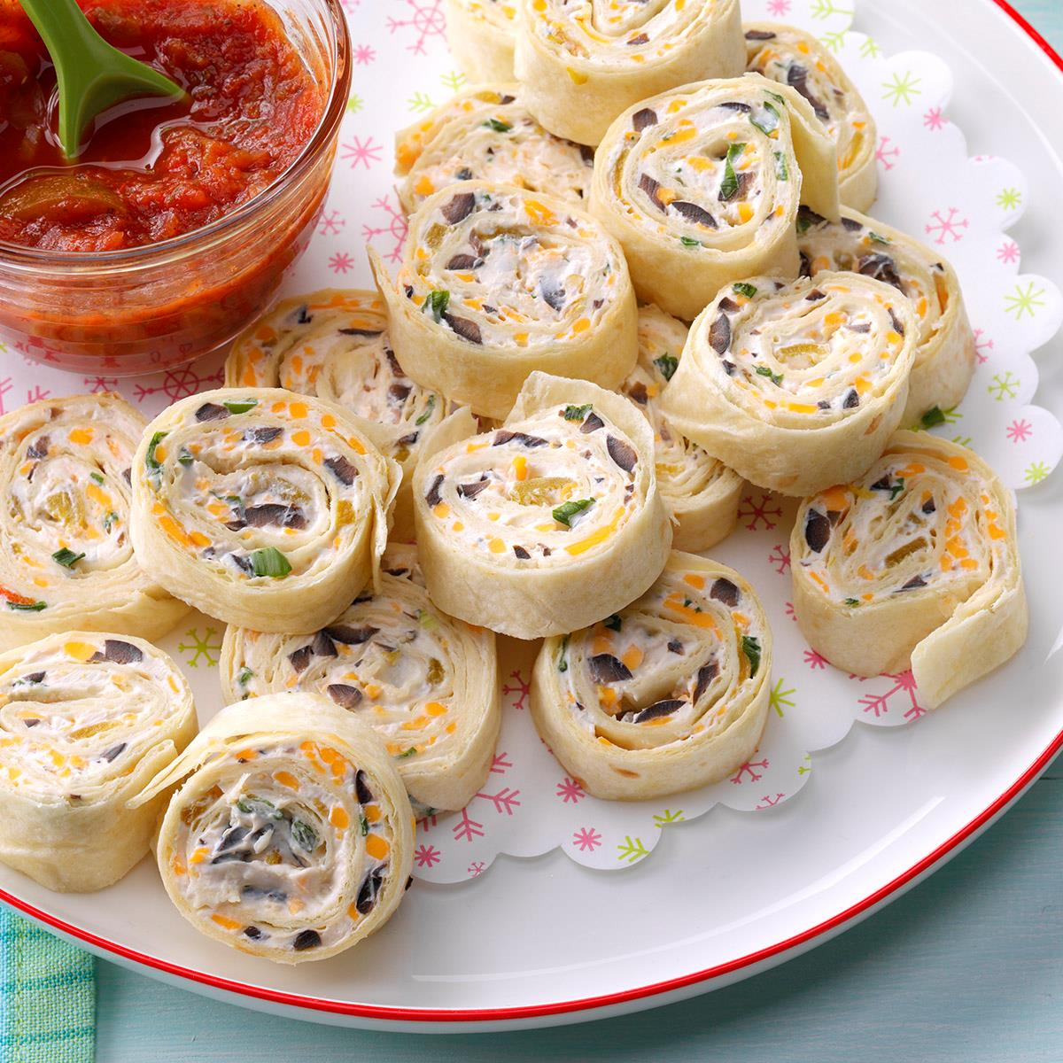 40 Easy Potluck Recipes For Your Graduation Party: Appetizer Tortilla Pinwheels Recipe