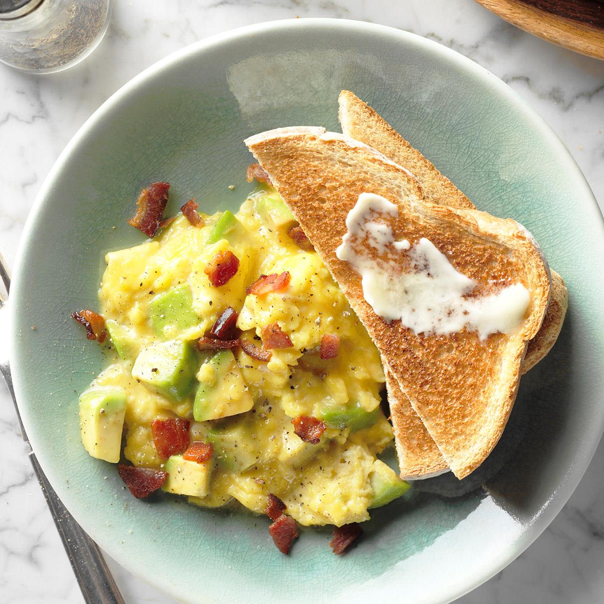 Lunch Ideas Avocado: Avocado Scrambled Eggs Recipe