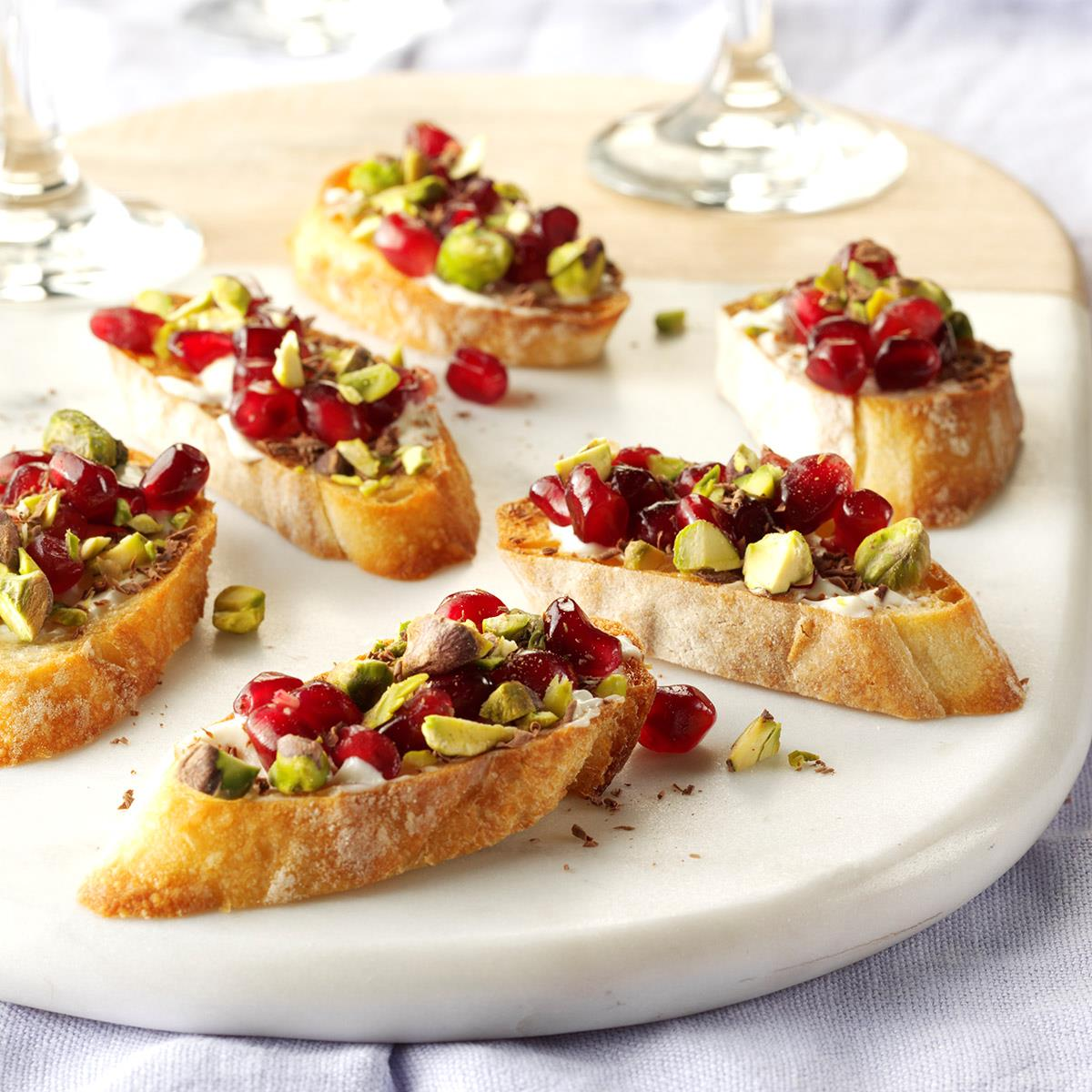 Easy Appetizers For Christmas Cocktail Party: Pomegranate Pistachio Crostini Recipe