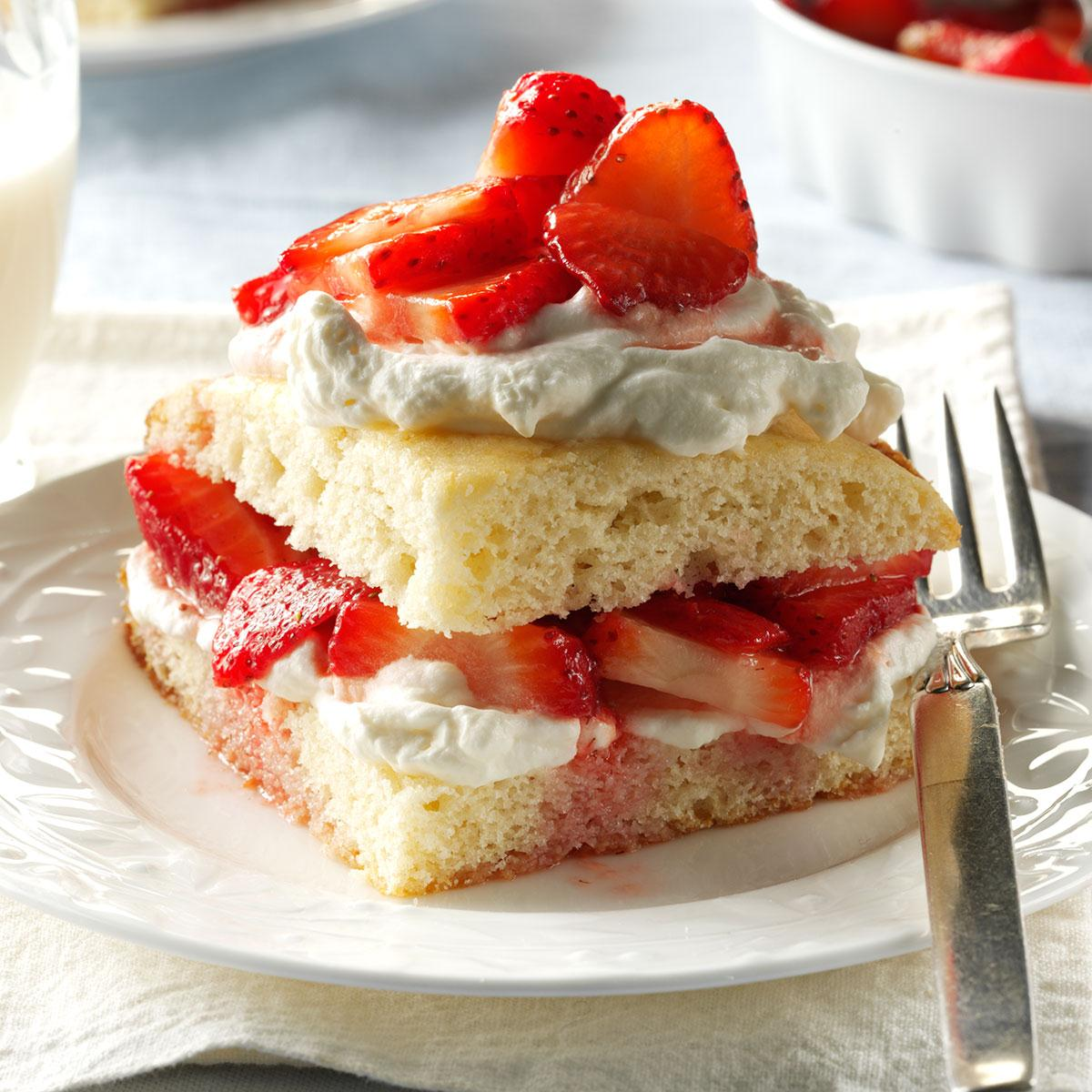 Strawberry Cake With Cheesecake Pudding