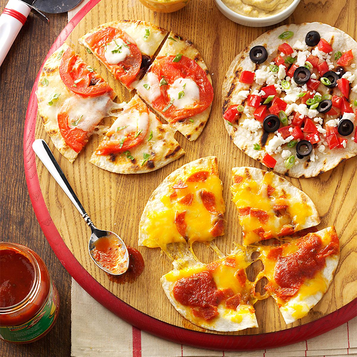Appetizer pizzas recipe taste of home for Appetizers to make at home