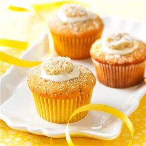 Cream-Filled Banana Cupcakes Recipe