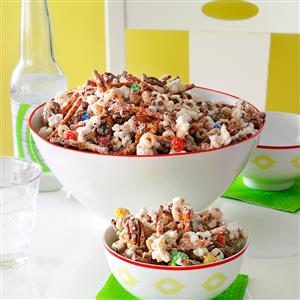 Easy White Chocolate Party Mix Recipe