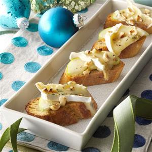 Honey-Hazelnut Brie Tartines Recipe
