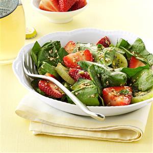 Kiwi-Strawberry Spinach Salad Recipe