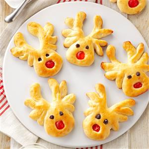 Overnight Reindeer Rolls Recipe