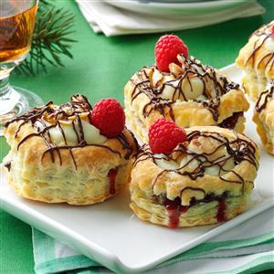 Raspberry & Cream Cheese Pastries Recipe