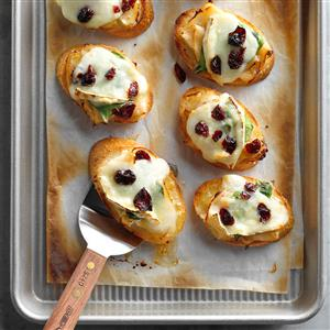 Roasted Chicken and Brie Holly Mini Bites Recipe