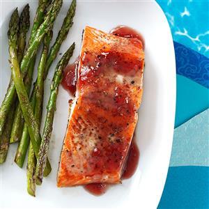 Salmon with Tangy Raspberry Sauce Recipe