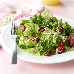 Strawberry & Pecan Salad Recipe