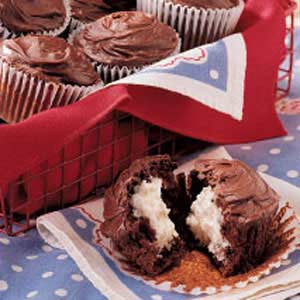 Cream-Filled Chocolate Cupcakes Recipe