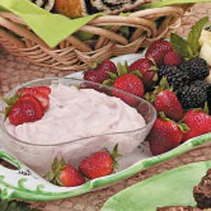 Fluffy Strawberry Fruit Dip Recipe