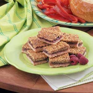 Raspberry-Filled Walnut Shortbread Bars Recipe