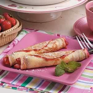 Strawberry Crepe Roll-Ups Recipe