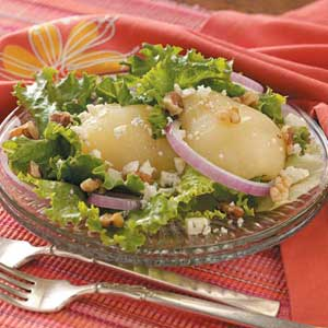 Blue Cheese Salad with Onion and Pear Recipe