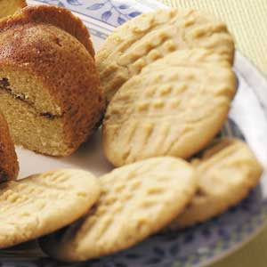 Crisp and Chewy Peanut Butter Cookies Recipe