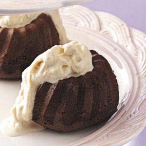 Chocolate Cake with Ice Cream Sauce Recipe