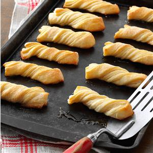 Evelyn's Sour Cream Twists Recipe