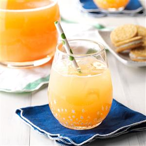 Santa's Orange-Kissed Cocktail Recipe