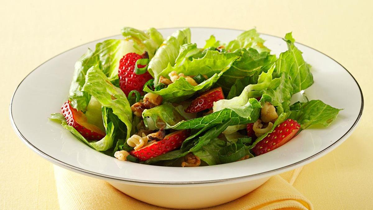 Crunchy Romaine Strawberry Salad Recipe How To Make It Taste Of Home